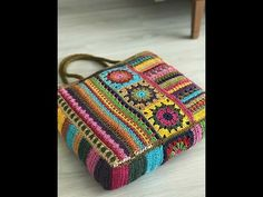 Crochet Coat, Crochet Bags, Crochet Stitches, Crochet Patterns, African Flowers, Tote Purse, Bag Making, Purses And Bags, Embroidery