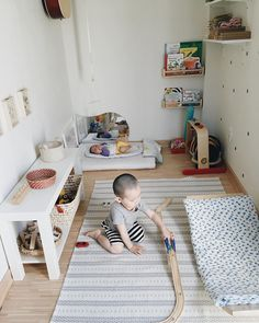 Montessori baby spaces are so calming and inviting. Here are 8 inspiring Montess… Montessori baby spaces are so calming and inviting. Here are 8 inspiring Montessori baby spaces to swoon over! Montessori Toddler Bedroom, Montessori Toddler Rooms, Montessori Education, Montessori Materials, Toddler Toys, Baby Bedroom, Baby Room Decor, Kids Bedroom, Room Baby