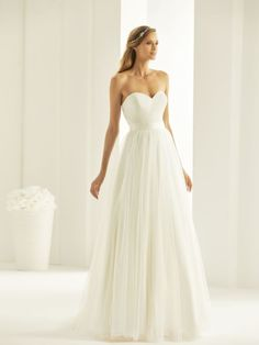 Attending Straight Wedding Dresses Can Be A Disaster If You Forget These 15 Rules Straight Wedding Dresses, Wedding Dresses Nz, High Street Wedding Dresses, Plain Wedding Dress, Wedding Dress Necklines, Cheap Wedding Dresses Online, Pregnant Wedding Dress, Perfect Wedding Dress, Bridal Skirts