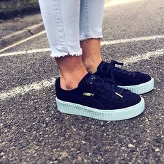 cool Tendance Chaussures 2017 - Lena Dunham Isn't the Only One Obsessed With This Season's Coolest Sneak... Puma Sneakers, Adidas Shoes, Shoes Sneakers, Pumas Shoes, Shoes Sandals, Hipster Shoes, Baskets, Stylish Boots, Inspiration Mode