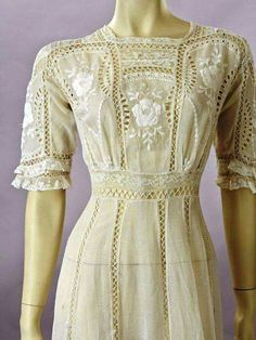 would make a beautiful nightgown 1900s Fashion, Edwardian Fashion, Retro Fashion, Vintage Fashion, Edwardian Style, Edwardian Gowns, Edwardian Clothing, Historical Clothing, Vintage Outfits