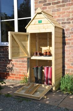 A unique design of Welly Store. The Bottom is a Wellington Boot store and Boot puller, and the top is a small storage shed for your shoes, slippers or boots while wearing your wellys giving you the . terrasse Welly Store And Hut Outdoor Shoe Storage, Boot Storage, Shed Storage, Small Storage, Porch Storage, Outside Storage, Storage Ideas, Diy Pallet Projects, Furniture Projects