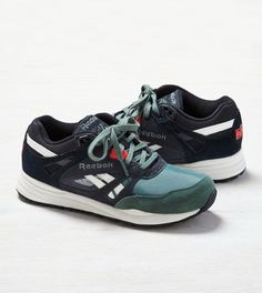 differently 1c180 875d6 Black Reebok Ventilator American Eagle Outfitters