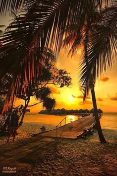 sunset at bora bora on imgfave - Nature Pictures, Cool Pictures, Beautiful Pictures, Beautiful Sunrise, Beautiful Beaches, Landscape Photography, Nature Photography, Image Deco, Sunset Wallpaper