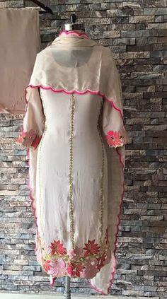 Designer Party Wear Dresses, Kurti Designs Party Wear, Indian Designer Outfits, Designer Wear, Simple Kurta Designs, Kurta Designs Women, Embroidery Suits Design, Embroidery Fashion, Embroidery Designs