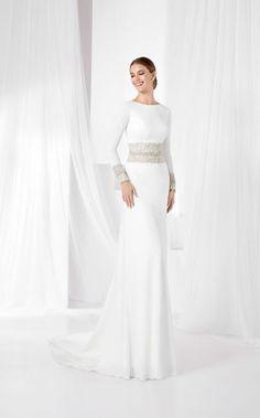 Wedding Dresses / Franc Sarabia (FS silhouette straight, neckline bateau, long, with sleeves Romantic Wedding Colors, Stunning Wedding Dresses, White Wedding Dresses, Plain Wedding Dress, Casual Wedding, Wedding Suits, Bridal Gowns, Wedding Gowns, White Elegance