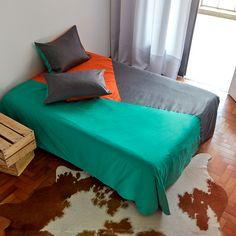 A capa de edredon é uma solução para manter a roupa de cama limpa, com praticidade e tendo a oportunidade de trocar cores e estilos sem ter que recorrer à lavanderia.  http://www.atricasa.com.br/pd-152a1b-conjunto-capa-de-edredom-queen-triangulos-04.html?ct=5c951&p=1&s=1