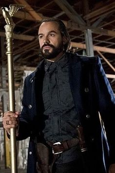 Vandal Savage has a lot of descendants in DC's Legends of Tomorrow television series The Cw Shows, Newest Tv Shows, Favorite Tv Shows, Super Hero Outfits, Super Hero Costumes, Vandal Savage, Comic Villains, Dc Comics Heroes, World Movies