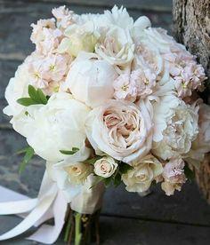 Jakie kwiaty wybierzecie do swojego bukietu ślubnego? #slubnaglowie #wedding #weddingtime #weddingbouqet #bridalbouquet #bride #bukietdoslubu #bukietslubny #weddingflowers @fleurdeurope  #poprostupieknie #slub #slubny #bukiet #pannamloda #weselewplenerze #piwonie #peonies #white #pastel #vintage #bridal #designforlove #omg #fave #instaweddings #instalike