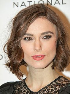 Check Out Our , Keira Knightley S S Chanel Fashion Show In ask A Hairstylist the Best Hairstyles for Wavy Dark Brown Hair, Keira Knightley Wavy Bob Keira Knightley S Wavy Bob. Classic Hairstyles, Popular Hairstyles, Cool Hairstyles, Hairstyle Ideas, Hair Ideas, Short Brown Hair, Short Hair Cuts, Short Hair Styles, Keira Christina Knightley