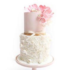 @cuppyandcake continues to amaze us! Stunning! #sweettreats #sweets #cake #cakes #cakeart #cakelife #cakedesign #cakemaster #cakedesigner #sugar #sugarart  #edibleart #chic #elegant #beautiful #pretty  #foodie  #luxe #luxury #icing #baking #wedding #pink #weddingideas #dessert  #flowers  #love #photooftheday #gold  #weddingcake