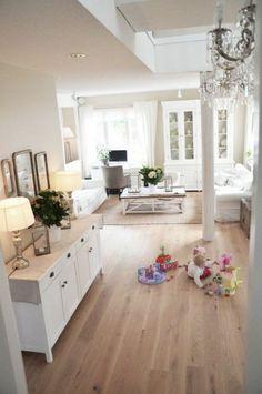 Déco Salon salon classique revetement de sol en bois clair parquet chene massif clair pas