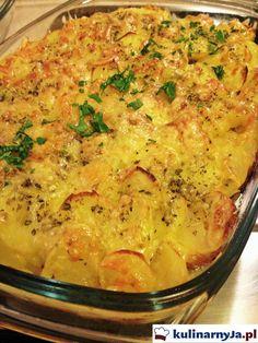Przepis na zapiekankę ziemniaczaną. Zapiekane ziemniaki z kiełbasa. Zapiekanka staropolska. Ziemniaki zapiekane z kiełbasą i serem.