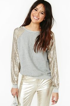 MOVIMENTO SILENCIOSO _ Strike Gold Sweatshirt in What's New at Nasty Gal #metalizados #brilhos #sport