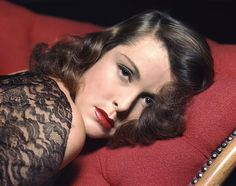 It's The Pictures That Got Small ...: Frances Dee