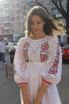 White linen dress with embroidery and lace Folk Fashion, Womens Fashion, Ethno Style, Mexican Dresses, Embroidered Clothes, Embroidered Tops, Folk Costume, Embroidery Dress, Beautiful Outfits