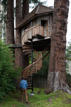 Jay Nelson — Freunde von Freunden...I wish we could build Rory a treehouse like this!!!