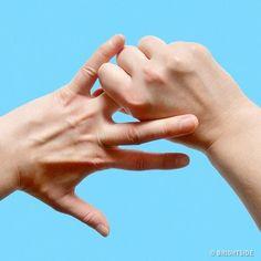 Ułóż dłoń w ten sposób i przytrzymaj. Szybko zauważysz zmiany, które wyjdą Ci na dobre! | 5 Minut dla Zdrowia