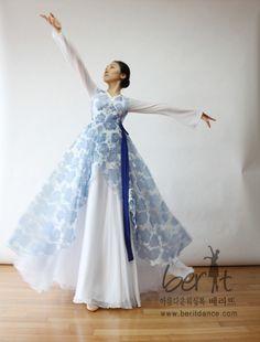 Berit worship dancewear