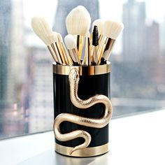 Sonia Kashuk is known for her magical makeup brushes, but she just took them to the next level with this Serpent Makeup Brush Collection for Holiday 2016.