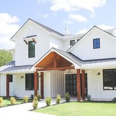 Love white vertical siding with black windows and wood accents Black Windows Exterior, White Exterior Houses, White Siding, Modern Farmhouse Exterior, Exterior House Colors, Modern Farmhouse Style, Farmhouse Ideas, Metal Siding, Vinyl Siding