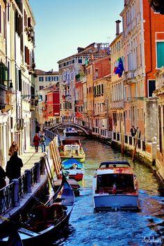 Genesteld in de Adriatische zee bevindt zich een verzameling dobberende stukjes land genaamd: The Venetian Lagoon Islands. #Venice
