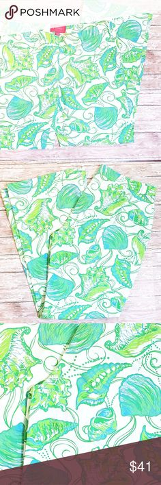 """Jubilee Lilly Pulitzer Lightweight Cotton Pants 8 Size 8 Like new condition  Jubilee pattern, green and blue shells  37"""" waist to bottom  8"""" Inseam  Zipper up the side   OFFERS WELCOME ON ALL OF MY ITEMS. BUNDLE AND SAVE AS WELL! SHIPS NEXT DAY OR SAME DAY IF POSSIBLE.  TOP RATED SELLLER 🌟🌟🌟🌟🌟 Lilly Pulitzer Pants Wide Leg"""