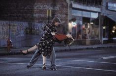 Bailando en la calle http://www.mivideoteca.es/el-diario-de-noa-cuando-el-amor-no-tiene-limites/