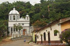 Church at the End of the Street - Ruta de las Flores, El Salvador | Flickr: Intercambio de fotos