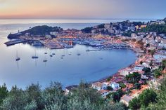 puerto de soller - Palma de Mallorca/ can't wait to go there this summer Ibiza, Tenerife, Places To Travel, Places To See, Promenade En Bateau, All Inclusive Urlaub, Excursion, Balearic Islands, Majorca