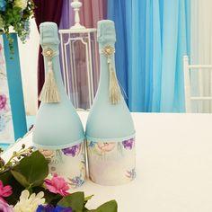 #ladecor #laflori #декорвомске#декорваренду#свадьбавомске#свадебноеоформлениеомск#омсксвадьба#свадьбаомск#омск#декораторомск#арендадекора#омск#омсксвадьба#wedding#ceremony#weddingdecor#decor#пригласительныенасвадьбу#свадьбавшатре#декоромск Bottles And Jars, Glass Bottles, Painted Bottles, Wedding Bottles, Altered Bottles, Recycled Bottles, Bottle Painting, Wine Bottle Crafts, Diy Hacks