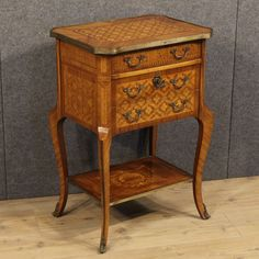 900€ French inlaid nightstand decorated with gilded bronzes. Visit our website www.parino.it #antiques #antiquariato #furniture #golden #antiquities #antiquario #comodino #inlay #inlaid #tavolino #nightstand #table #night #decorative #interiordesign #homedecoration #antiqueshop #antiquestore