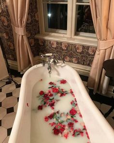 Transformer sa baignoire en spa - My Little Beauty My Little Beauty, Dream Bath, Princess Aesthetic, Relaxing Bath, Looks Cool, My New Room, Bath Time, Aesthetic Pictures, Boujee Aesthetic