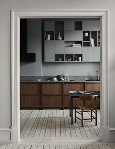 History Meets a Modern Lifestyle in the Latest project by Nordiska Kök Modern Kitchen Design history Kök latest Lifestyle Meets Modern Nordiska Project Kitchen And Bath, New Kitchen, Kitchen Dining, Kitchen Decor, Kitchen Wood, Kitchen Ideas, Nordic Kitchen, Warm Kitchen, Scandinavian Kitchen