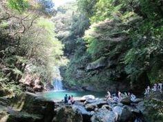 全国的には知られていないけど長崎県諫早市の轟峡はタダで遊べる穴場スポットなんですよ 大きいものから小さいものまでくらい滝があってマイナスイオンたっぷり 特に家族連れで行くのがおすすめ(_)v tags[長崎県]