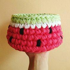 Para as fãs de melancia!  Da @tiritasdealgodon  #crochet #inspiração #inspiration #crocheting #crochê #handmade #artesanato #craft #instacrochet #crochetlife #crochetlove #mimo