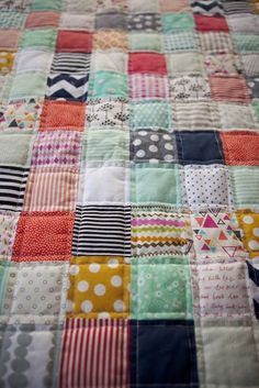 New Baby Clothes Quilt Fabric Scraps 60 Ideas Patchwork Blanket, Patchwork Quilting, Quilting Tips, Quilting Projects, Sewing Projects, Patchwork Baby, Sewing Ideas, Cute Quilts, Baby Quilts