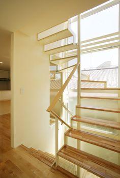 目黒区鷹番にある地下室のある3階建て狭小住宅の作品事例です。構造は鉄筋コンクリート造で間口が狭い敷地ながらも明るい光が差し込む採光を考えたプランニングの建物です。 Dorm, Stairs, House, Home Decor, Dormitory, Stairway, Decoration Home, Home, Room Decor