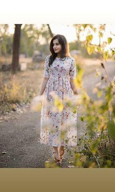 Modest Dresses, Stylish Dresses, Simple Dresses, Cute Dresses, Simple Frocks, Casual Frocks, Long Dress Design, Stylish Dress Designs, Frock Fashion