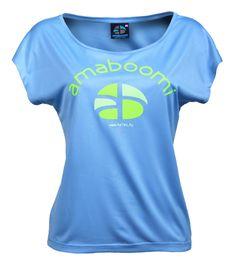 KIBO - Azur Blue T-Shirt Large 100% recyclé (9 bouteilles)  Vous recherchez confort, qualité et style? Nous avons ce qu'il vous faut ... le t-shirt large Kibo! Ce t-shirt 100% recyclé pour femmes, fabriqué à partir de 9 bouteilles en plastique, est une combinaison parfaite de multiples spécifications techniques qui le rendent si spécial et indispensable, en plus d'être un produit eco friendly par excellence.  à voir sur : http://www.amaboomi.com/fr/tee-shirts-recycles-femme/58-kibo-bleu.html
