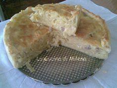 """Pasticcio di tagliatelle in crosta  http://blog.giallozafferano.it/lacucinadimilena/pasticcio-di-tagliatelle-in-crosta/ Esistono diverse varianti di questo piatto:in bianco,al sugo e più o meno """"arricchito"""" di ingredienti. Chi è vegetariano può evitare l'aggiunta delle salsicce  e può aggiungere piselli,funghi,zucchine. In ogni caso il pasticcio di tagliatelle in crosta è un piatto che fa fare un figurone con pochi passaggi e poco tempo."""
