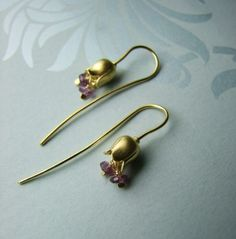 Contemporary jewellery design by Alexis Dove - goldsolid