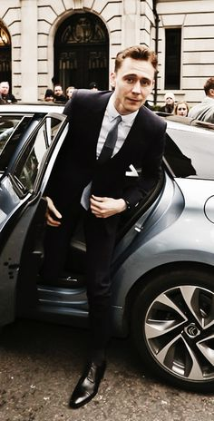 Tom Hiddleston is perfect 100 %