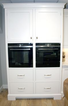 Shaker Style Kitchens, Wall Oven, Kitchen Styling, Kitchen Appliances, Closet, Home Decor, Diy Kitchen Appliances, Home Appliances, Armoire