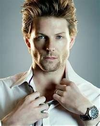 Jamie Bamber - Apollo from BSG. My oh my!