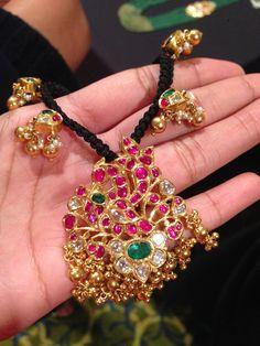 Thread Jewellery, Gold Jewellery Design, Gold Jewelry, Beaded Jewelry, Jewelry Bracelets, Bangles, Trendy Jewelry, Jewelry Sets, Collar Necklace