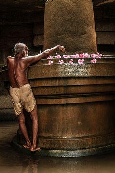 "pankajsakina: "" Inde du sud, Hampi, KARNATAKA "" Temple India, Indian Temple, Culture Songs, Ancient Egyptian Religion, Mother India, Lord Shiva Painting, Shri Ganesh, History Of India, Hampi"