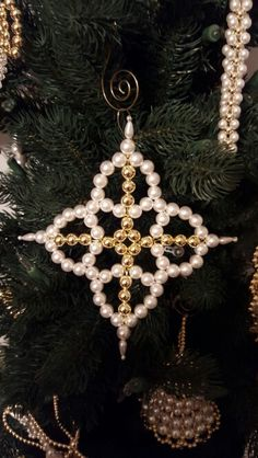 Pearl Star Cross. The 4 points of the Star represent the 4 Corners of the Earth, 4 Gospels, and 4 Evangelists. (Also called Cross Etoile.) Copyright 2009, Rufty's Chrismon Shop.