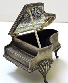 Vintage Piano Music Box/Jewelry Box Silver PlatePlays by QVintage Baby Grand Pianos, Music Of The Night, Music Boxes, Vintage Music, Piano Music, Silver Plate, Jewelry Box, Birthday Gifts, Christmas Gifts