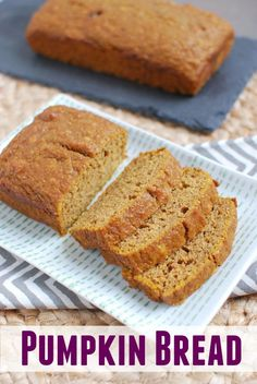 An easy pumpkin bread recipe that requires just one bowl and makes a moist, flavorful loaf (Bread Recipes Easy) Healthy Dessert Recipes, Baking Recipes, Delicious Desserts, Yummy Food, Bread Recipes, Delicious Dishes, Healthy Treats, Healthy Food, Snack Recipes